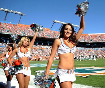 https://cf.ltkcdn.net/cheerleading/images/slide/144950-600x505r1-cheerleading_miami.jpg