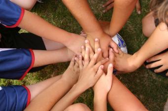https://cf.ltkcdn.net/cheerleading/images/slide/150776-849x565-Team-spirit.jpg