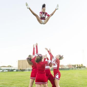 https://cf.ltkcdn.net/cheerleading/images/slide/174006-850x850-cheer-jumps-6.jpg