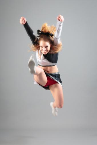 https://cf.ltkcdn.net/cheerleading/images/slide/174033-566x848-hurdler.jpg