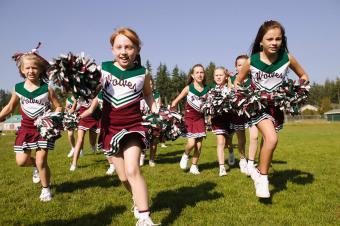https://cf.ltkcdn.net/cheerleading/images/slide/231523-850x565-young-cheerleaders.jpg