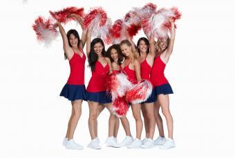 https://cf.ltkcdn.net/cheerleading/images/slide/250551-850x572-2_cheerleader_spirit.jpg