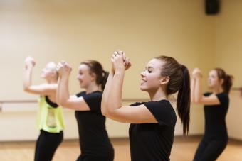 https://cf.ltkcdn.net/cheerleading/images/slide/250555-850x567-5_cheerleader_practice.jpg