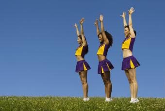 https://cf.ltkcdn.net/cheerleading/images/slide/250558-850x569-6_cheerleader_reach.jpg