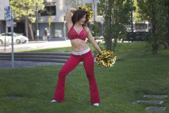 https://cf.ltkcdn.net/cheerleading/images/slide/250563-850x567-9_cheerleader_moves.jpg