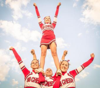 https://cf.ltkcdn.net/cheerleading/images/slide/252958-850x744-9-pictures-cheerleader-poses.jpg
