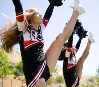 https://cf.ltkcdn.net/cheerleading/images/slide/252960-850x744-7-pictures-cheerleader-poses.jpg
