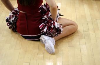 https://cf.ltkcdn.net/cheerleading/images/slide/51453-850x554-HighSchoolBasketballCheers5.jpg