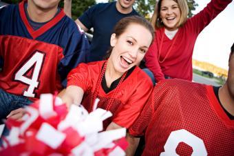 https://cf.ltkcdn.net/cheerleading/images/slide/51475-849x565-Football-fans-1.jpg