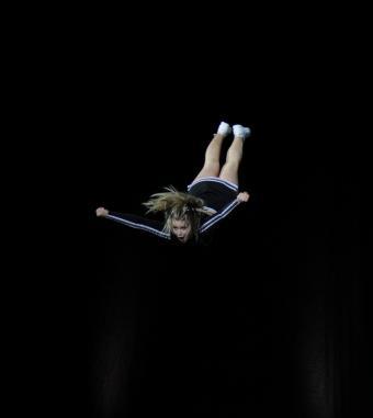 https://cf.ltkcdn.net/cheerleading/images/slide/51615-714x800-cradle.jpg
