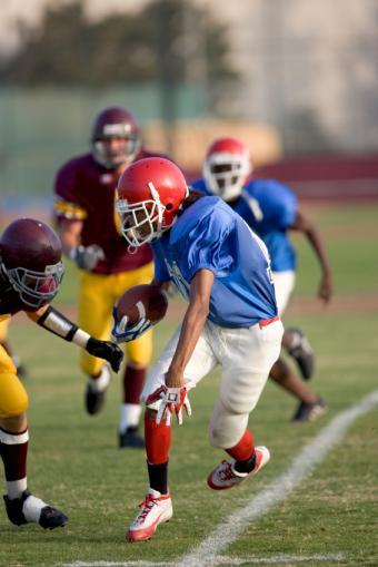 https://cf.ltkcdn.net/cheerleading/images/slide/93693-566x848r1-Move-that-ball.jpg