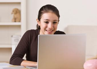 girl reading online