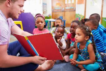 cteacher reading to kids