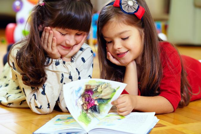Little girls reading