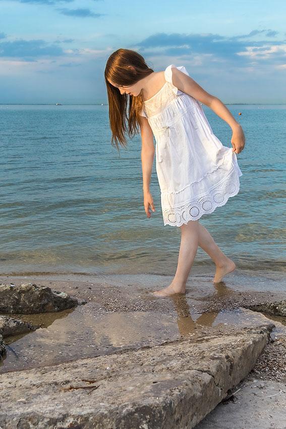 https://cf.ltkcdn.net/childrens-clothing/images/slide/188597-567x850-white-summer-dress.jpg