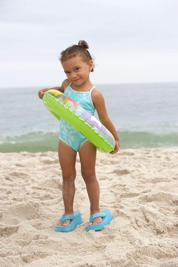 https://cf.ltkcdn.net/childrens-clothing/images/slide/188600-566x850-blue-swimsuit-and-sandals.jpg