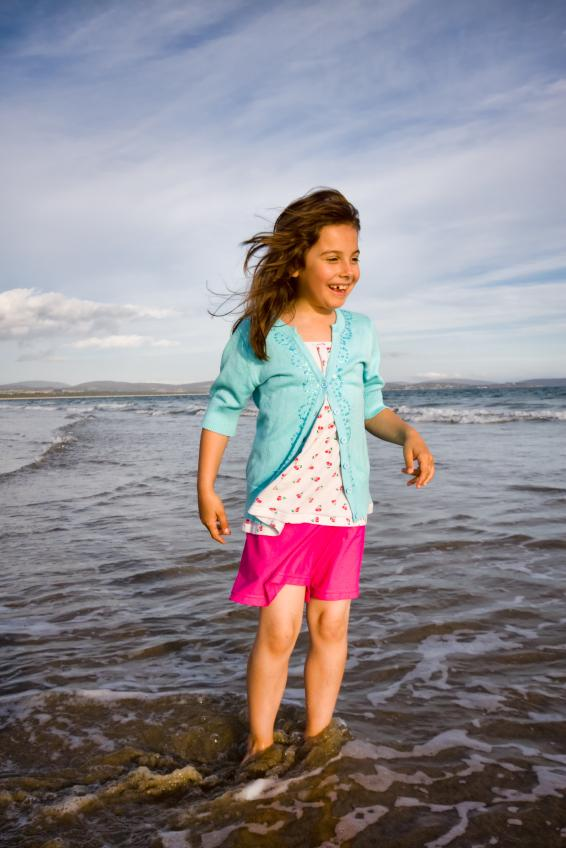 https://cf.ltkcdn.net/childrens-clothing/images/slide/40168-566x848-iStock_000008111236Small.jpg