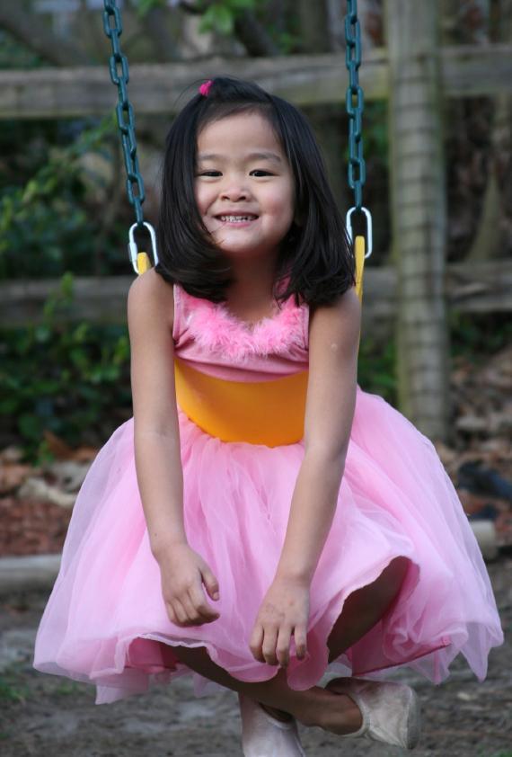 https://cf.ltkcdn.net/childrens-clothing/images/slide/40169-570x842-iStock_000006707762Small.jpg