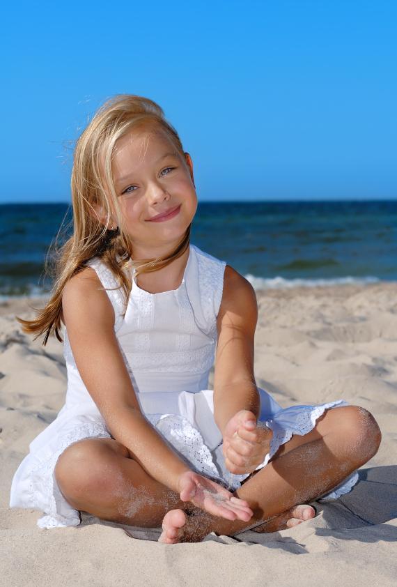 https://cf.ltkcdn.net/childrens-clothing/images/slide/40181-570x842-iStock_000010044734Small.jpg