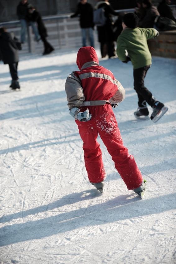 https://cf.ltkcdn.net/childrens-clothing/images/slide/40192-566x848-snowsuit.jpg