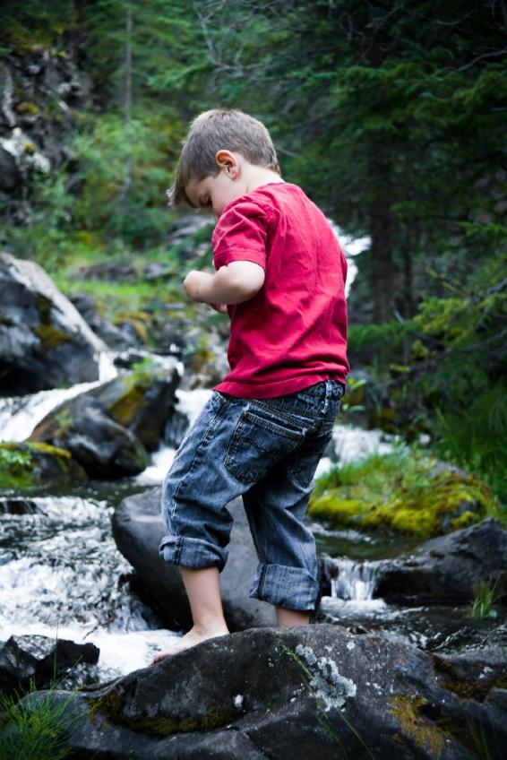 https://cf.ltkcdn.net/childrens-clothing/images/slide/40200-566x848-iStock_000010379158Small.jpg