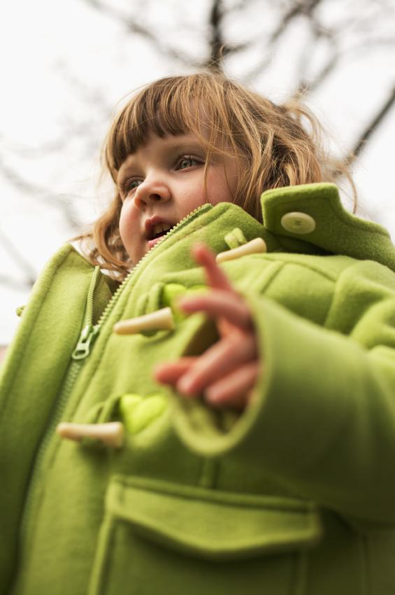 https://cf.ltkcdn.net/childrens-clothing/images/slide/40223-565x850-iStock_000009423946Small.jpg