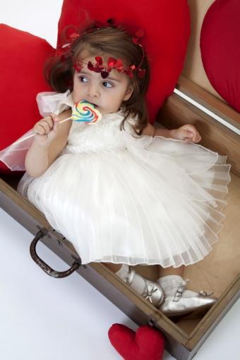 https://cf.ltkcdn.net/childrens-clothing/images/slide/131631-566x848r1-pageanttulle.jpg