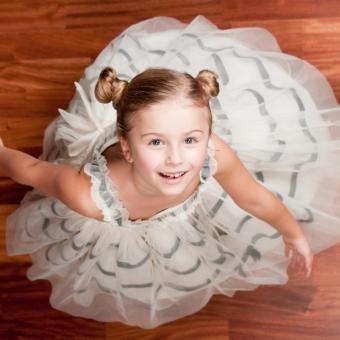 https://cf.ltkcdn.net/childrens-clothing/images/slide/131634-693x693r1-pageantfloorlength.jpg