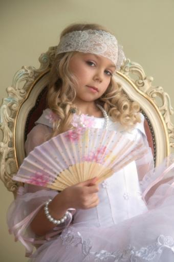 https://cf.ltkcdn.net/childrens-clothing/images/slide/131636-565x850r1-pageantaccessories.jpg