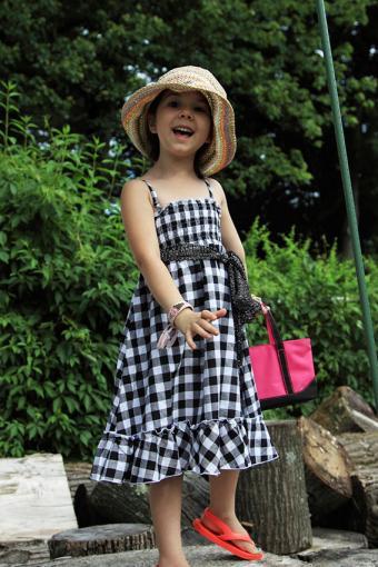 https://cf.ltkcdn.net/childrens-clothing/images/slide/188603-567x850-long-gingham-dress.jpg