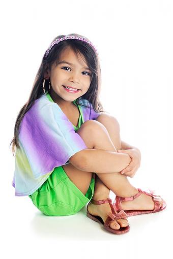 https://cf.ltkcdn.net/childrens-clothing/images/slide/188605-567x850-shorts-headband-and-hoop-earrings.jpg