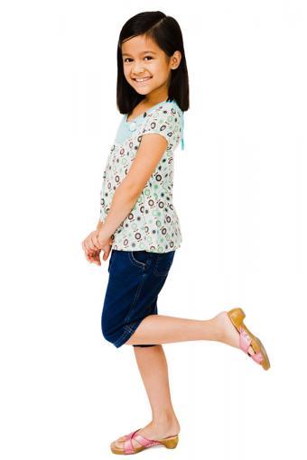 https://cf.ltkcdn.net/childrens-clothing/images/slide/188606-567x850-summer-heels-and-capris.jpg