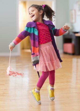 https://cf.ltkcdn.net/childrens-clothing/images/slide/230269-618x850-artistic-clothing-style.jpg