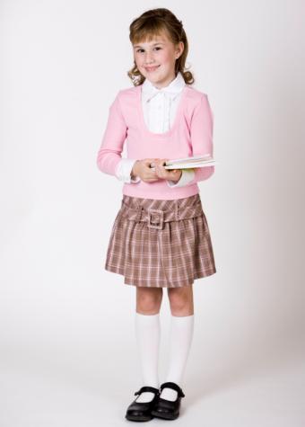 https://cf.ltkcdn.net/childrens-clothing/images/slide/40163-586x819-iStock_000009112359Small.jpg