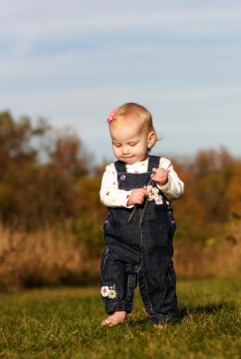 https://cf.ltkcdn.net/childrens-clothing/images/slide/40176-568x845-iStock_000007860726Small.jpg