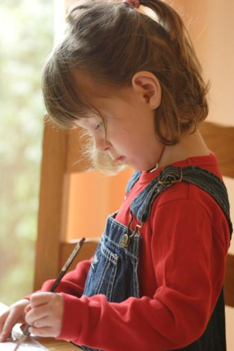 https://cf.ltkcdn.net/childrens-clothing/images/slide/40179-566x848-iStock_000008436926Small.jpg