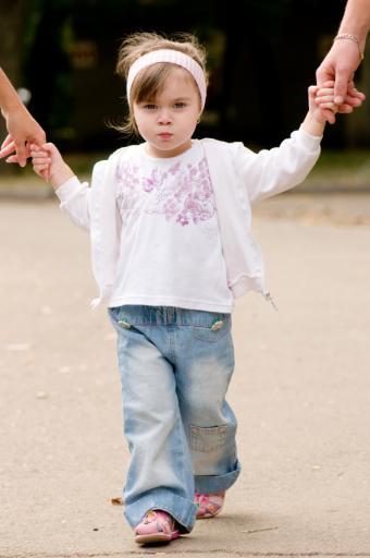 https://cf.ltkcdn.net/childrens-clothing/images/slide/40211-565x850-iStock_000010472234Small.jpg