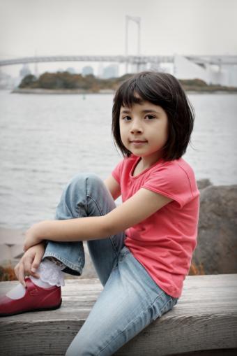 https://cf.ltkcdn.net/childrens-clothing/images/slide/40213-566x848-iStock_000010458603Small.jpg