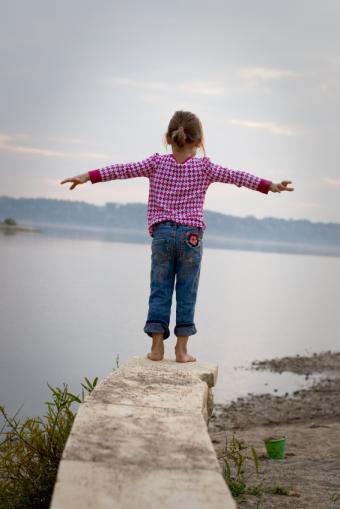 https://cf.ltkcdn.net/childrens-clothing/images/slide/40219-566x848-iStock_000007565391Small.jpg