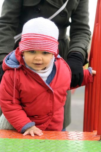 https://cf.ltkcdn.net/childrens-clothing/images/slide/40222-565x850-iStock_000010364062Small.jpg