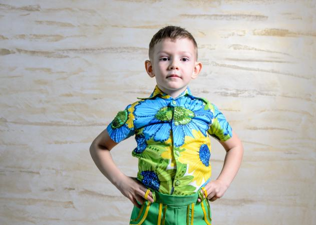 Boy wearing Hawaiian shirt ; © Ampack | Dreamstime.com