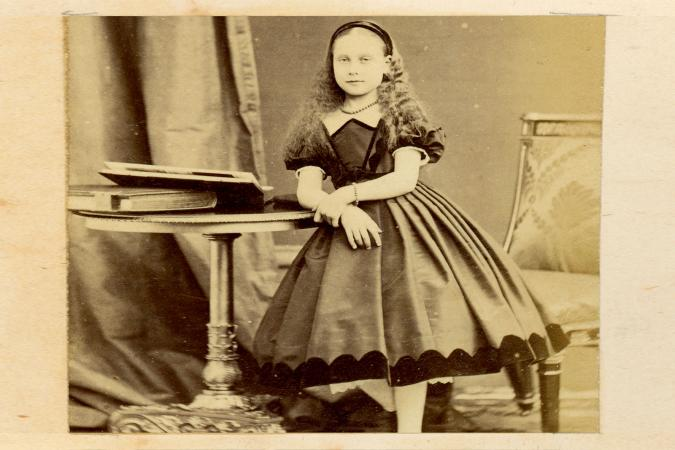 Little girl in Civil War-era clothing
