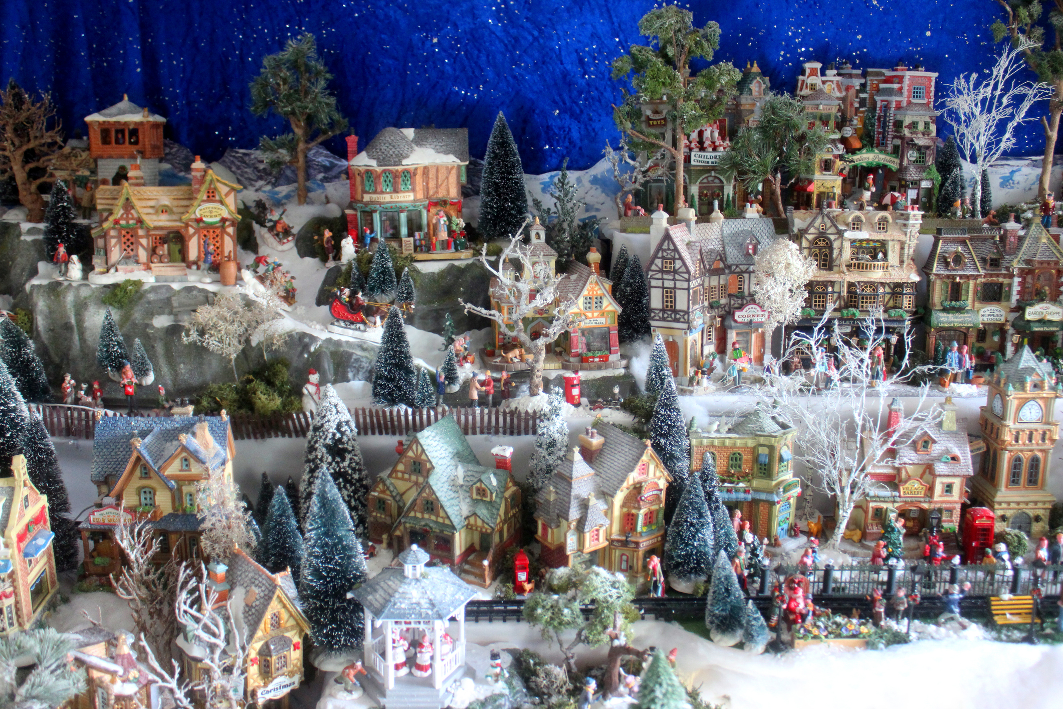 Christmas Village Display Ideas Guide To Your Ideal Set Up Lovetoknow