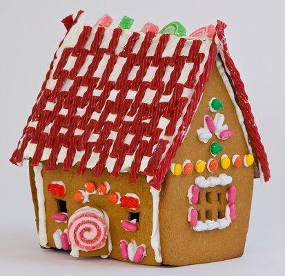 https://cf.ltkcdn.net/christmas/images/slide/1025-413x400-gingerhouse7.jpg