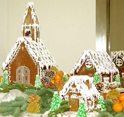 https://cf.ltkcdn.net/christmas/images/slide/1029-422x400-gingerhouse13.jpg