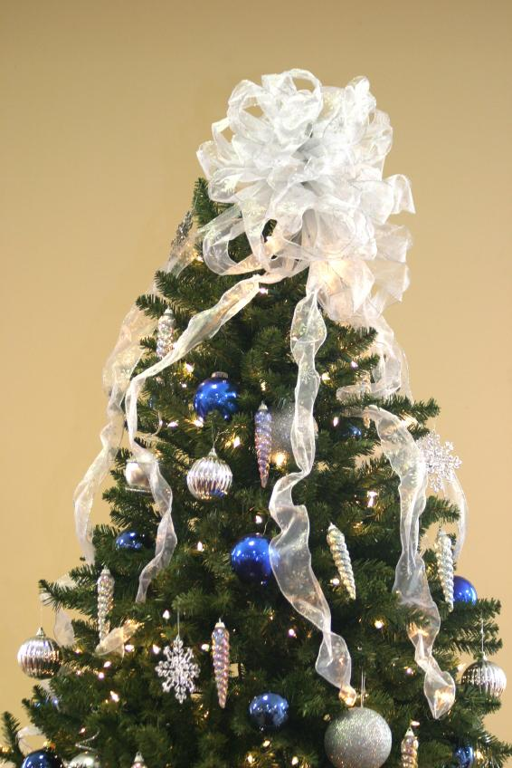 large white bow on christmas tree - Decorating A Small White Christmas Tree