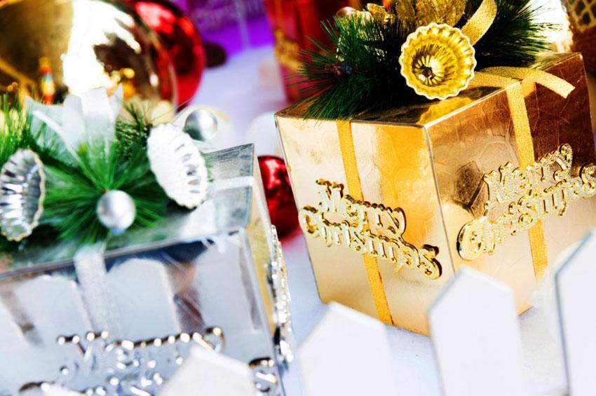 https://cf.ltkcdn.net/christmas/images/slide/165152-850x565-luxurious-embellishments-for-christmas-gifts.jpg