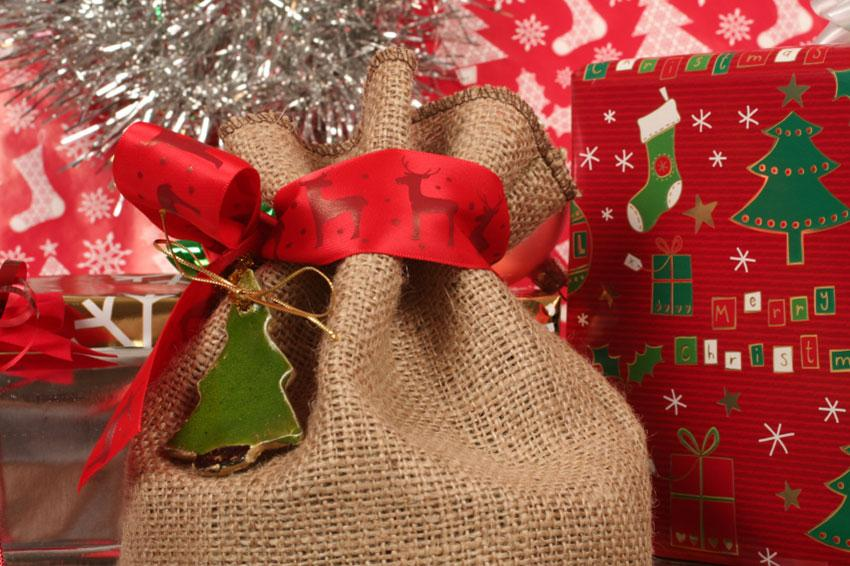 https://cf.ltkcdn.net/christmas/images/slide/165154-850x566-special-packaging.jpg