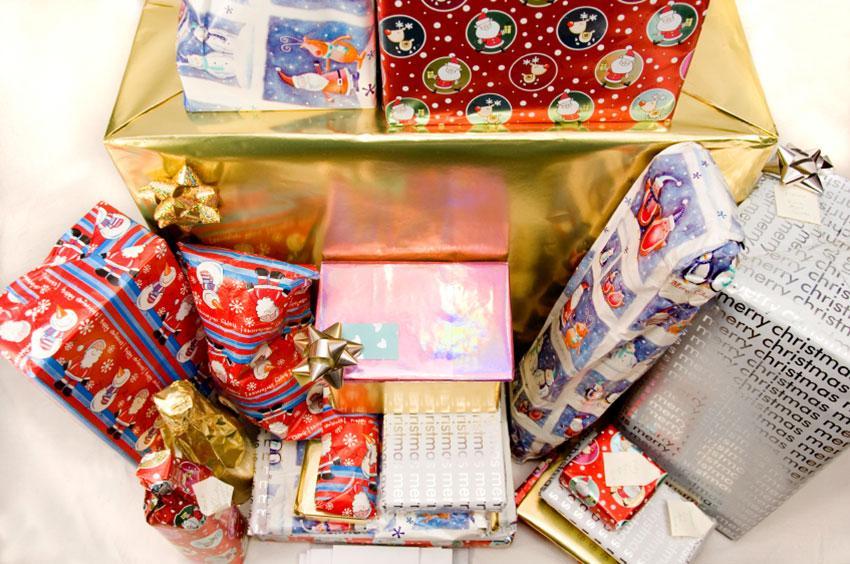 https://cf.ltkcdn.net/christmas/images/slide/165251-850x564-kids-christmas-gift-wrap.jpg