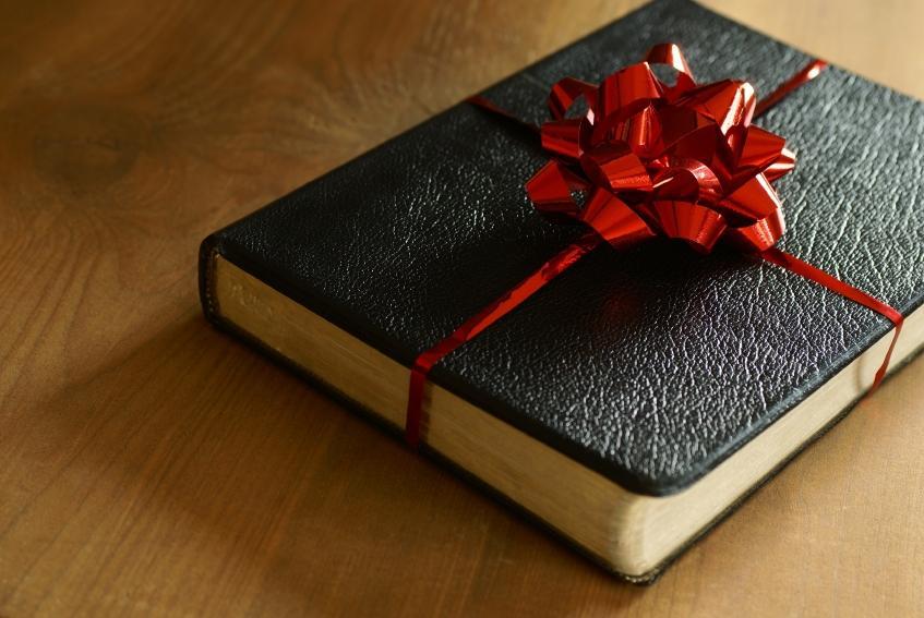 https://cf.ltkcdn.net/christmas/images/slide/166002-847x567-Bible.jpg
